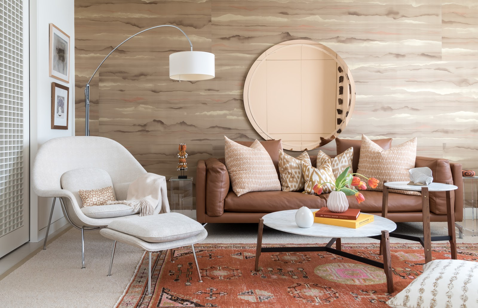 Warm, mid-century inspired living room with rose and amber tones - Ohorona24.in.ua Interior