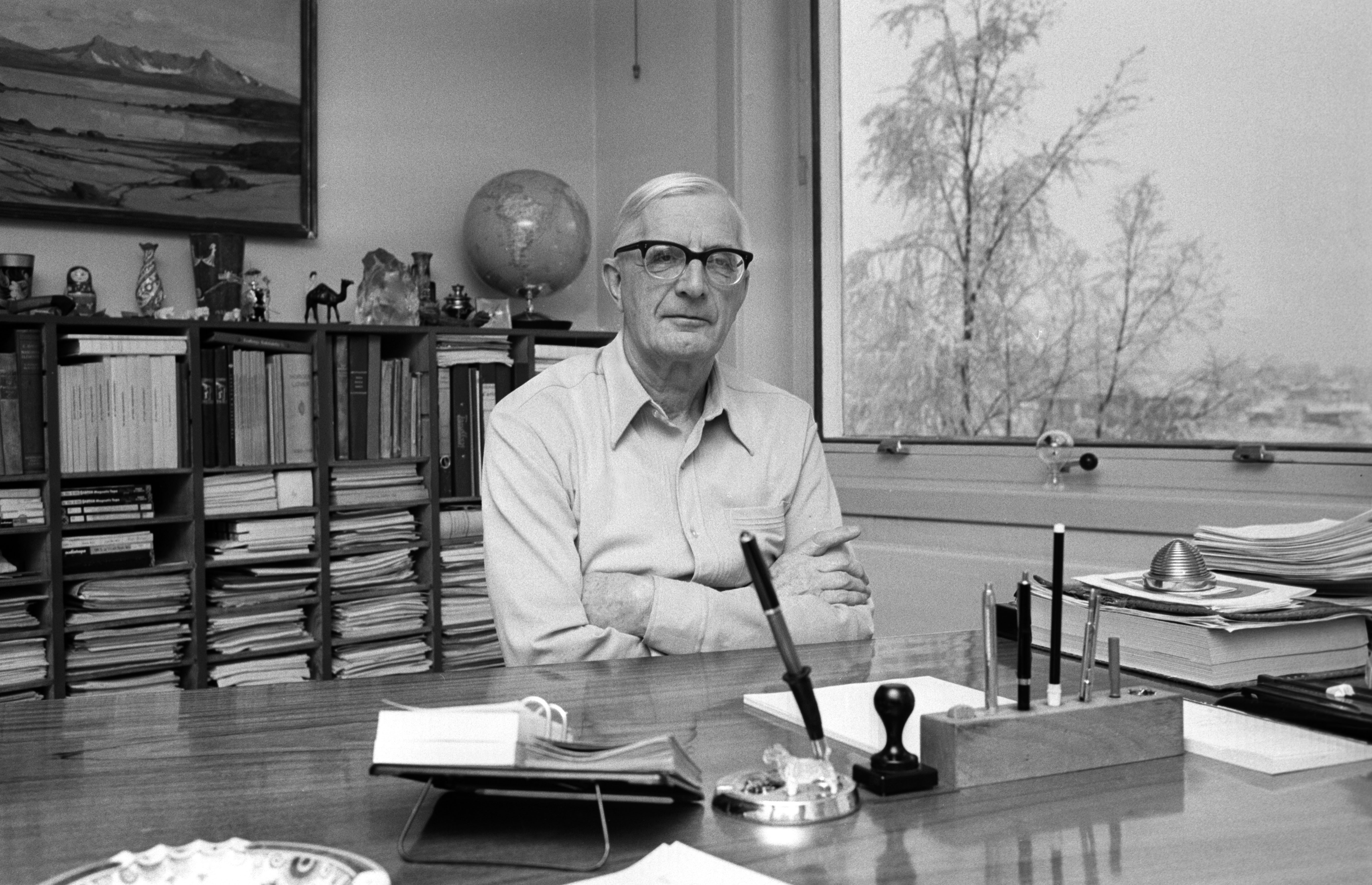 (Vebjørn Tandberg in his office, 1973. Photo: Storløkken/Aktuell/Scanpix)