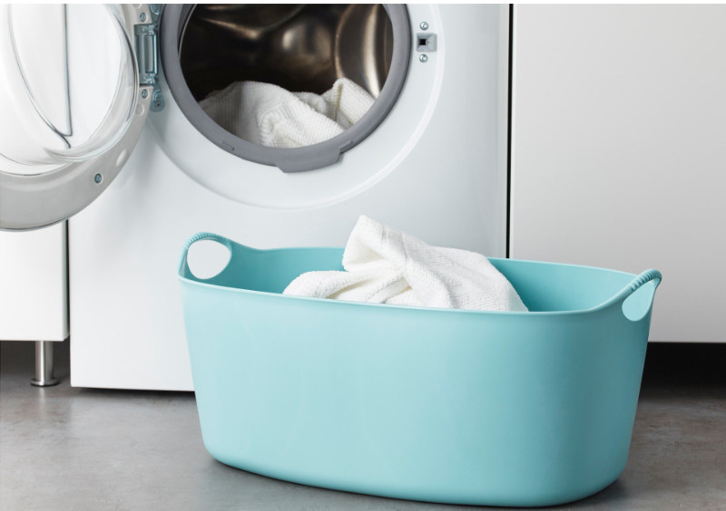 Comfortable to carry because the entire clothes basket is made of soft, flexible plastic.