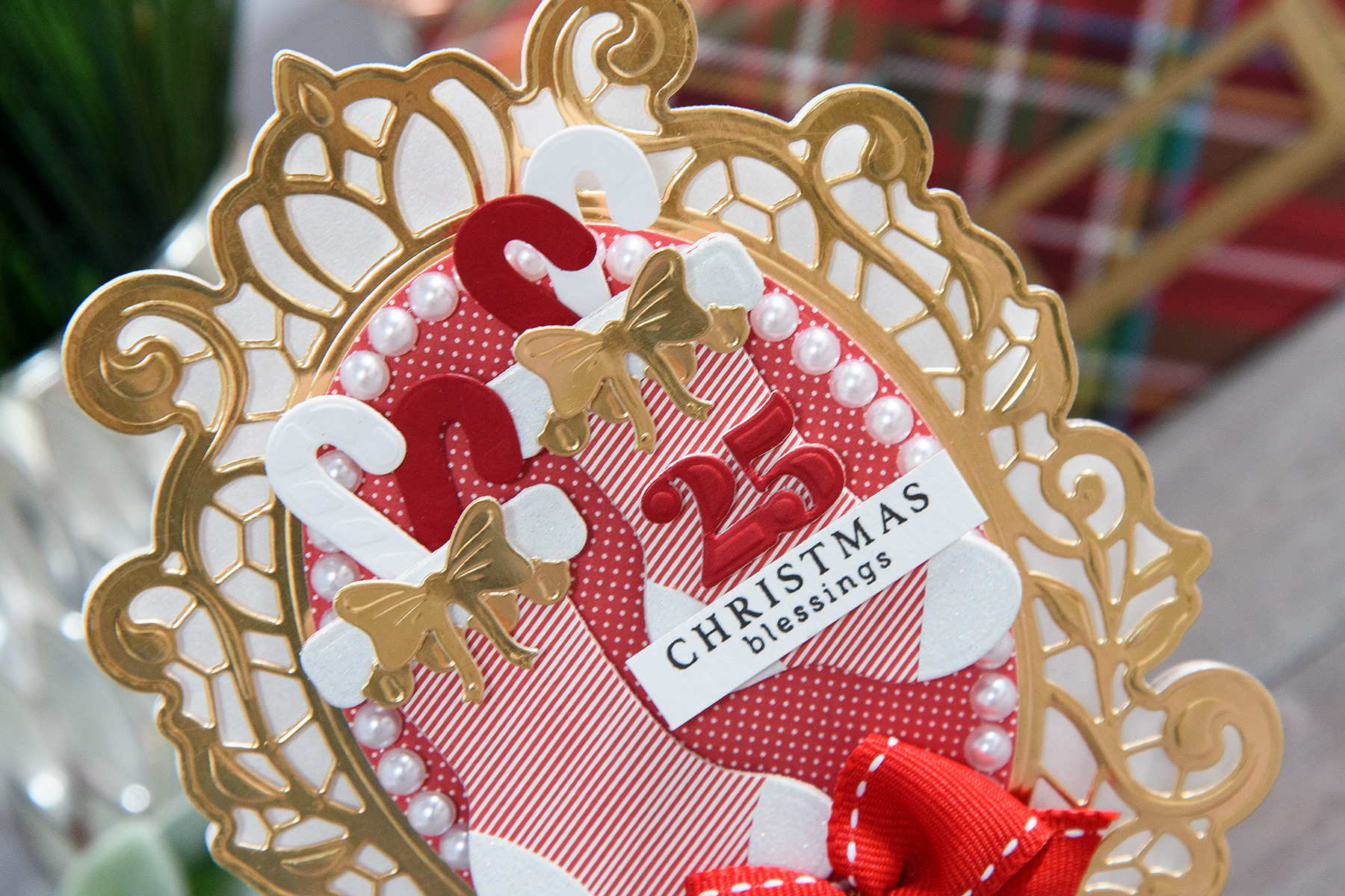 Layered Dimensional Die Cutting. Episode #3 - Shaped Christmas Card